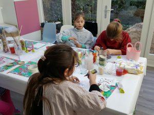 Club voor kinderen die gezellig samen creatief bezig zijn.