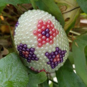 Styropor ei bewerkt met pear clay zelfdrogende parel klei